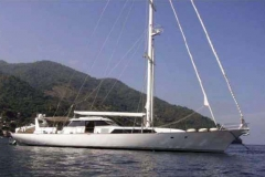 104alloy-large-sailing-yacht-for-sale